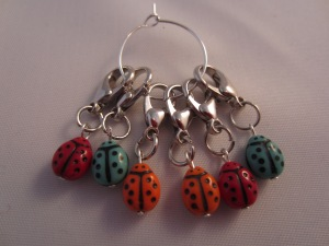lobster clasp bead stitch markers by Knitting in France