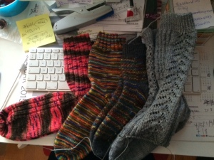 My completed pairs of socks knit this feb - www.knittinginfrance.com