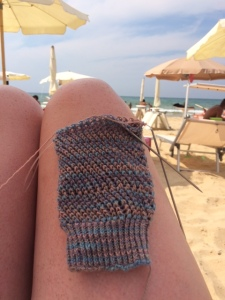 Sicily- last minute knitting at the beach